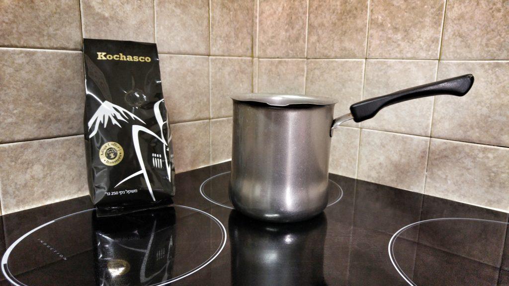 קפה שחור ופינג'אן בטרם תחילת תהליך ההכנה