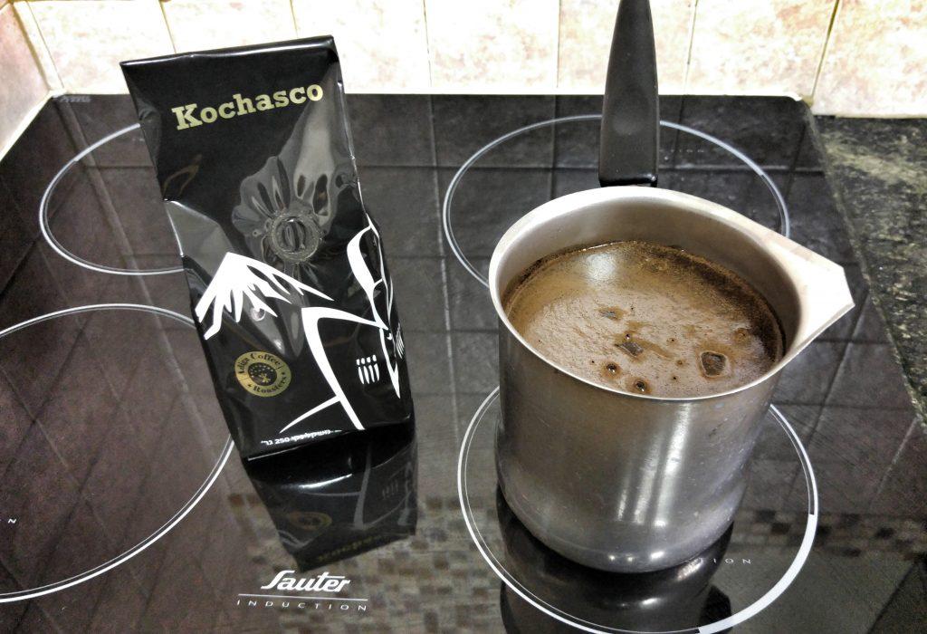 קפה שחור תהליך הבישול, בועות אוויר מתחילות לבצבץ